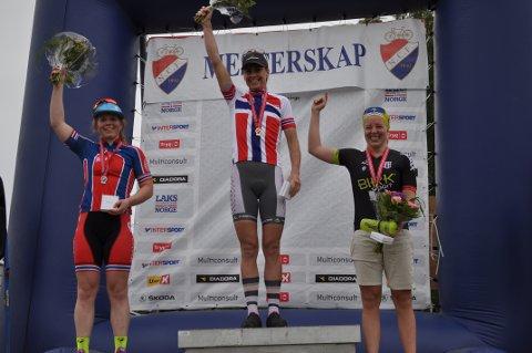 PALLEN: Ingrid Bøe Jacobsen (th) tok NM-bronse. Vant gjorde - selvsagt - evigunge Gunn-Rita Dahle Flesjå.