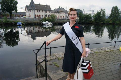 KOSTYMEGLAD: Hilde-Marlen Wåhlberg fra Fredrikstad vant den femte utgaven av Miss Fuzzy Dice på Fisketorget onsdag kveld.