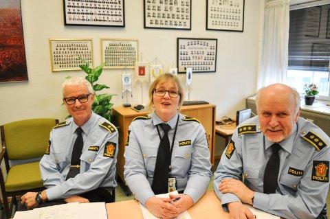 MER VOLD: De kunne registrere mer vold i Halden, både mot offentlige tjenestemenn og privatpersoner i 2017. Fra venstre avdelingslederne Jon Hellberg og Mona Bergseth og stasjonssjef Roger Johannessen.