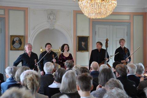 TIDLIGERE ÅR: Mozartfestivalen arrangeres for sjette gang, og atter en gang er det noen av landets beste musikere som skal spille. Konserten holdes i stilfulle omgivelser på Rød Herregård. Bildet er fra en tidligere festival.