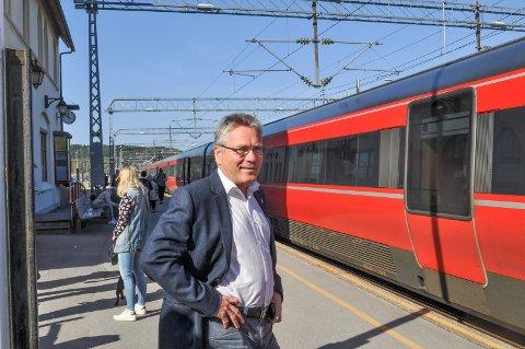 OPTIMIST: Etter flere møter med BaneNor og Jernbanedirektoratet, har ordfører Thor Edquist håp om å kunne frigi områder som i dag er båndlagt.