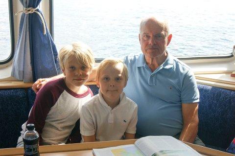 Emma Sund Midtfjell (10), Emil Midtfjell Cederlund (8) og Tor Ivar Midtlien.