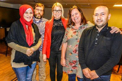 HÅPER: Det håpes på at samarbeidspartiene finner penger. Fra venstre: Nada Jirou, Christo Matheson (NAV), varaordfører Linn Laupsa, veileder Elisabeth Løwengreen og Rustum Kamel.