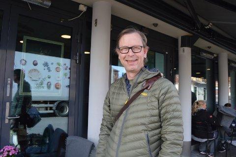 Fyller 50: Dag Lislerud Midtfjeld har nå bodd halve livet i Halden. Torsdag fylte han 50 år.foto: Tom Skjeklesæther
