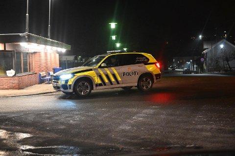 Politiets innsatsleder er på plass i Halden som følge av brannen.