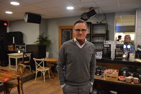 TIL HOVEDSTADEN: Dag Ronny Pettersen under en bytur fra sitt atelier på Kornsjø.