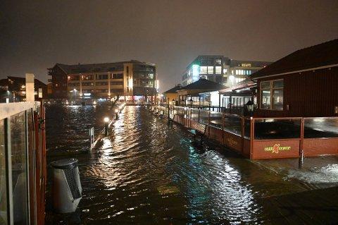 """VANN: Slik så det ut ved gjestehavna da """"Didrik"""" slo til. Denne gangen er det meldt høyere vannstand. Arkiv."""