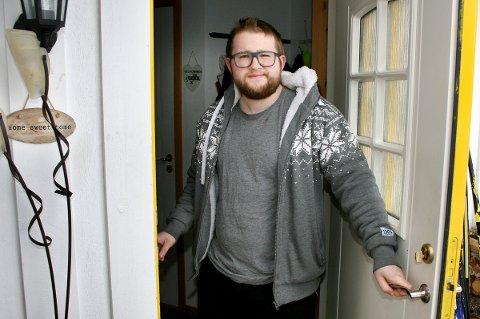 HJEMME: Thomas Freeland har dratt fra Tromsø til den så langt koronafrie hjembygda Sørreisa.