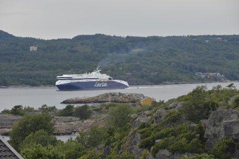 MYE Å GJØRE: Kundeservice hos Color Line har travle dager, og det fører til ventetid for dem som kontakter ferjeselskapet, som blant annet har «Superspeed II» i trafikk mellom Larvik og Hirtshals.