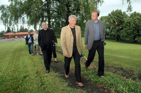 PRIS: Per-Øivind Sandberg har fått Hamarprisen. Her viser han Trond Giske rundt på Domkirkeodden i 2006.
