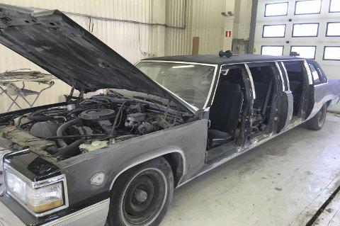 VRAK: Limousinen var et vrak da Hamar Bilpleie fikk den tilbake for tre år siden.