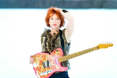 TIL HAMAR. Sue Foley spiller på Gregers lørdag 16. november.