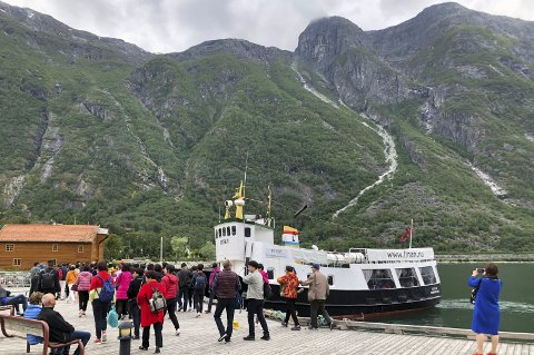 Selskapet Scandi Travel hadde prøvesesong i 2017 og full sesong i 2018. I 2019 skifta dei base frå Ulvik til Eidfjord. MS Linan til kai i Eidfjord søndag 23. juni 2019. Foto: Eli Lund