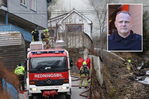 Det var brannsjef i Ullensvang, Sigbjørn Kleppe, som fekk varsla om husbrannen på ragde tysdag kveld. – Arbeidet gjekk greitt då mannskapet var på staden, fortel Kleppe.