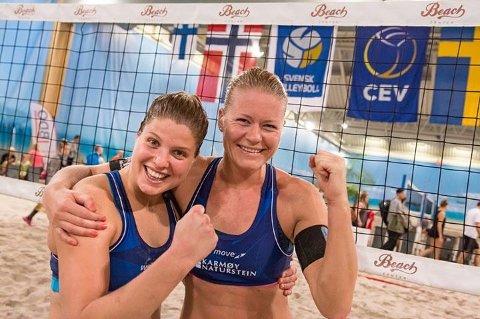 DEBUTERTE MED SEIER: Janne Kongshavn (t.h.) og Vilde Solvoll jubler for seier i Nevza Cup.