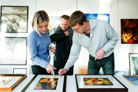 Erlend Briggar Larsen (t.h) sammen med Frode Lippestad og Marianne Lippestad.