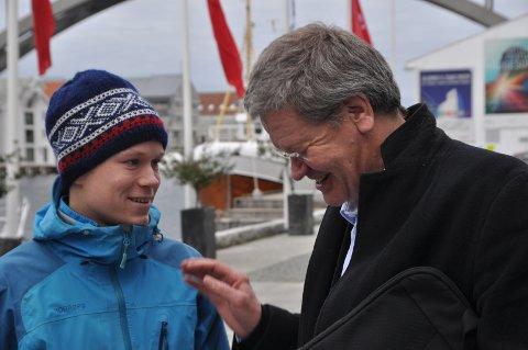 Nå skal du høre: Nestleder i Natur og Ungdom Gaute Eiterjord og ordfører i Haugesund Arne-Christian Mohn. Foto: Ståle Pedersen/Besteforeldrenes klimaaksjon