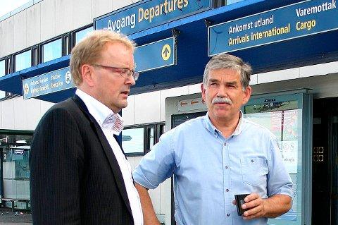 Martin Laurhammer (t.h.) har ledet arbeidet for Lufthavnutbygging AS. Nå overtar selskapet snart driften av flyplassen. Stortingspolitiker Terje Halleland (Frp) blir ofte nevnt som en pådriver i arbeidet med å få flyplassen ut på anbud.
