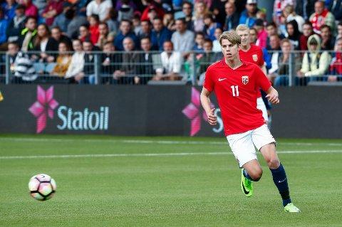 I RØDT, HVITT OG BLÅTT: Fotballeventyret begynte hjemme i Haugesund, men nå spiller Martin Samuelsen for den engelske Premier League-klubben West Ham - og Norge.
