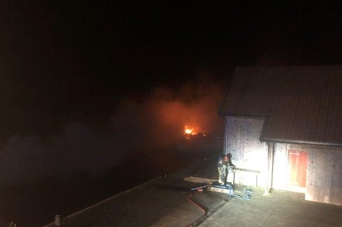 Det brant kraftig i flere av båtene i båthavnen.