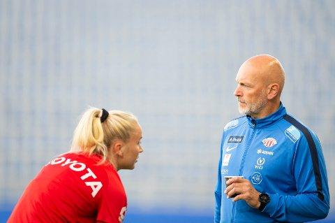 TILBAKE: Anna Jøsendal (t.v.) er trolig tilbake når Thomas Dahle og Avaldsnes skal prøve å slå Klepp lørdag.
