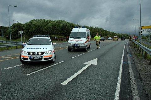 Ulykken skjedde her, i krysset mellom fv 17 og veien til Rishatt-tunnelen i Sandnessjøen.