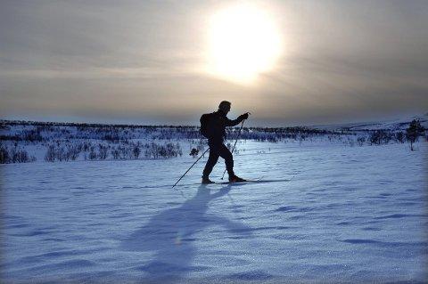 Eksosluftsliv og friluftsliv: Snøskuterløyper kan bidra til mindre ulovlig kjøring, og dermed mer hensyntagen til folk som helst bruker beina på tur i naturen, mener forkjempere for løypene. Illustrasjonsfoto: Vidar Ruud, ANB