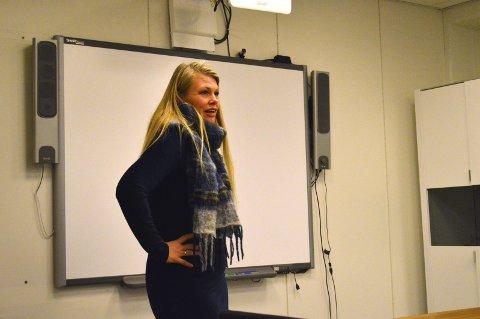 Orienterte: Kirsten Toft orienterte formannskapet i Alsta-haug om økonomi-situasjonen. foto: Ken-Robin slaatrem