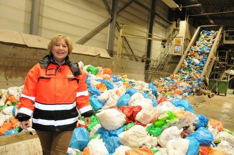 Helgelendinger er generelt flinke til å sortere søppelet, men Toril Forsmo fra SHMIL sier at man alltid kan bli bedre. Og dessuten bidrar dårlig sortering til høyere renovasjonsgebyr.