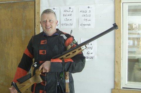 OVERRASKET ALLE: Øyvind Langø, Øvre Velfjord skytterlag ble overraskende mester i felten i samlagsmesterskapet i Vefsn i skyttersamlag.