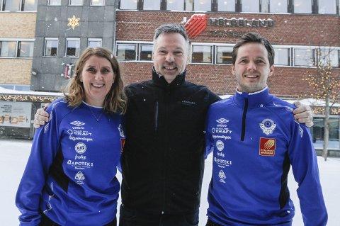 AVTALE: Mona Berling, leder MIL Fotball, Svein Hansen, banksjef Hegeland Sparebank og Håkon Stenersen, daglig leder MIL Fotball.