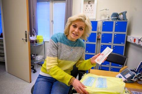 I gang: Kommuneoverlege i Vefsn,  Hege Harboe-Sjåvik er glade for at kommunen er i gang med vaksinering.