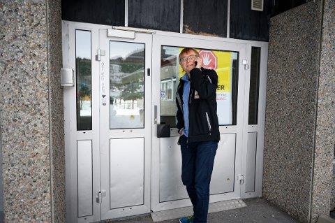 SKAL TESTES HER: Øyvind Rømo medisinsk ansvarlig ved koronasenteret på Kippermoen. Her skal to av personenen som har vært innlagt ved sykehuset i Sandnessjøen testes over helgen.