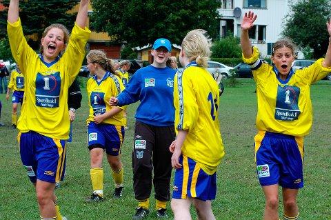 FIKK MEST: Sandnessjøen IL hentet ut mest penger i Grasrotandelen på årets første utbetaling. Bildet er av glade SIL jenter som jubler i Norway Cup for ganske mange år siden.