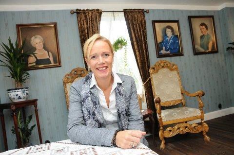 POSITIV UTVIKLING: Hotellsjef Ellen Løvold Strand håper å gå i pluss med hotelldrifta i sommer. Så langt i år er omsetninga omtrent 40 prosent av fjoråret.