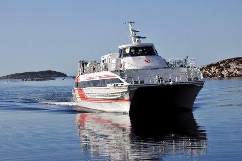 KORT: Nå kan du igjen betale med kort på hurtigbåtene. Foto: Arne Forbord