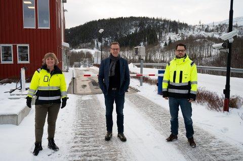 Kommunikasjonssjef Toril Haltbrekken, administrerende direktør Håkon Johansen og kvalitet- og systemutvikler Aleksander Puntervold i SHMIL har stor tro på det nye systemet som snart innføres.