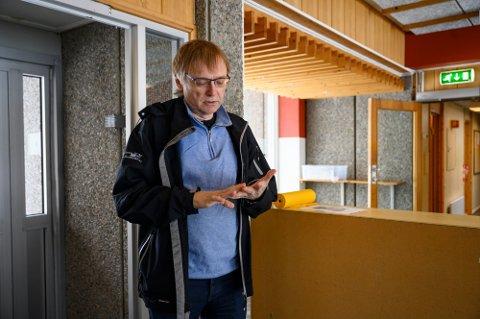 ÅPENT: Koronasenteret i Mosjøen holder åpent påskeaften. Øyvind Rømo forteller at det er tatt 9.342 tester i byen.