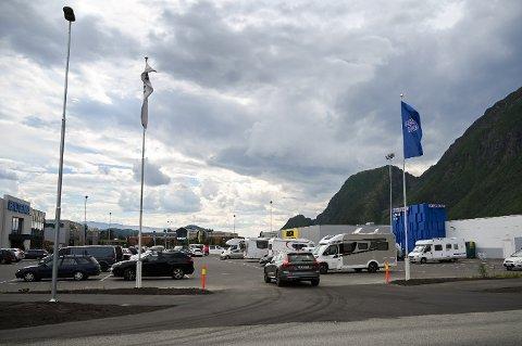 HELST GRATIS PARKERING: Helgeland Handelspark AS ønsker ikke å innføre parkeringsavgift på sitt område i Mosjøen.