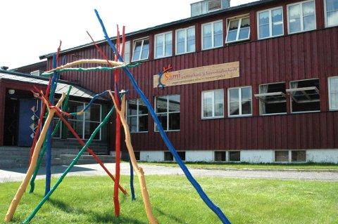 STENGT: Samisk videregående- og reindriftsskole i Kautokeino måtte stenge på grunn av tette avløpsrør og legionella i dusjanlegget på skolen.