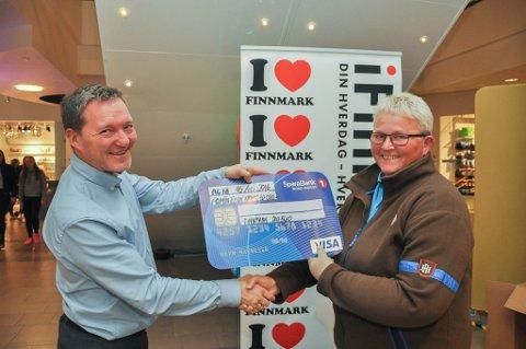 Guri Isaksen fra Kvænangen vant 50.000 kroner i premie under lokale handelsdager i Alta i regi av Finnmark Dagblad.