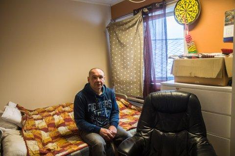 - Det er som om jeg er luft for denne verden. Jeg har aldri vært ønsket - noe sted, sier Valerij Peretjatko inne på rommet sitt ved asylmottaket.