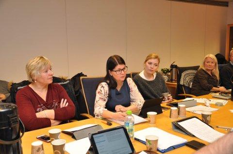 Trine Noodt (i midten) i formannskapet i Alta onsdag.