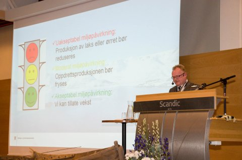 Fiskeriminister Per Sandberg, Frp, holdt tirsdag et innleggg under laksekonferansen i Alta. Foto: Oddgeir Isaksen