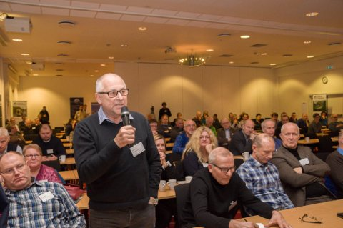 Svein Suhr tok ordet mot oppdrettsanlegg under laksekonferansen i Alta. Foto: Oddgeir Isaksen