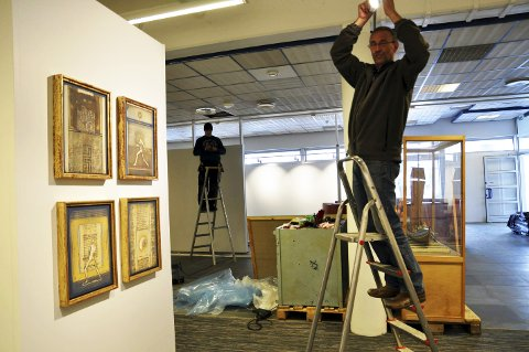 Arvid Bye har selv deltatt aktivt for at man skulle rekke å åpne det nye Nordkappmuseet før sommeresesongen kom skikkelig i gang. - Nå er de nesten ferdige og museet skal være klart med utstillinger i dag.