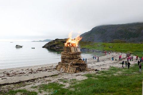 BÅL: Slik så sankthansbålet i Selvika i Havøysund ut i 2016.