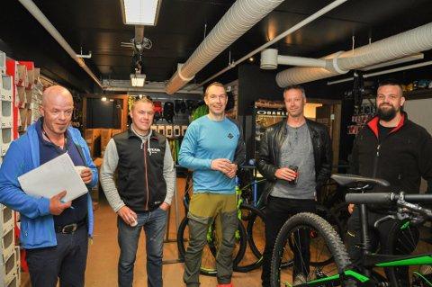 c3c17599 Leif Mannsverk (fra venstre) og Jan Gunnar Isaksen fra MX Sport, Herlof  Hammari