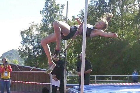 NY REKORD: Stein-utøveren Elea Jørstad Bock forbedret sin egen finnmarksrekord i høyde.