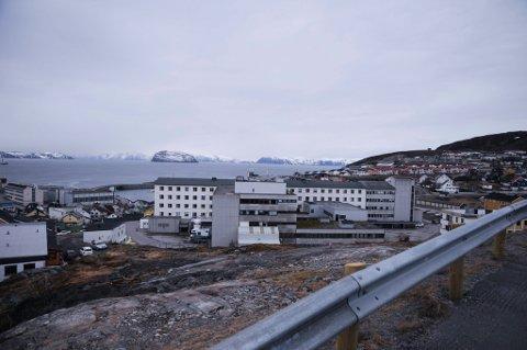 Hammerfest sykehus er i rød beredskap etter at to leger har fått påvist korona.